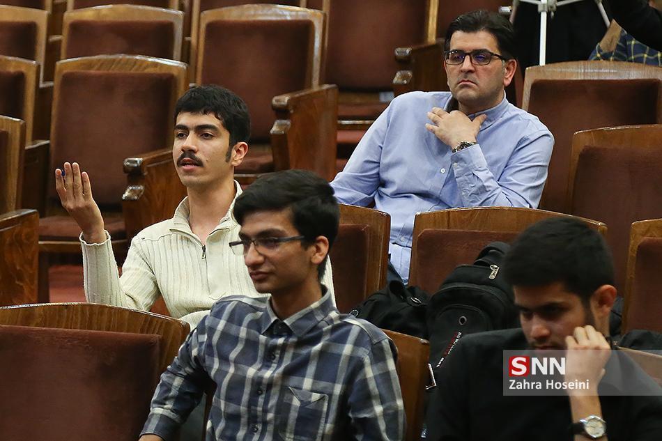 سلسله نشست های فمینیسم در ترازوی نقد در دانشگاه آزاد کرج برگزار می گردد