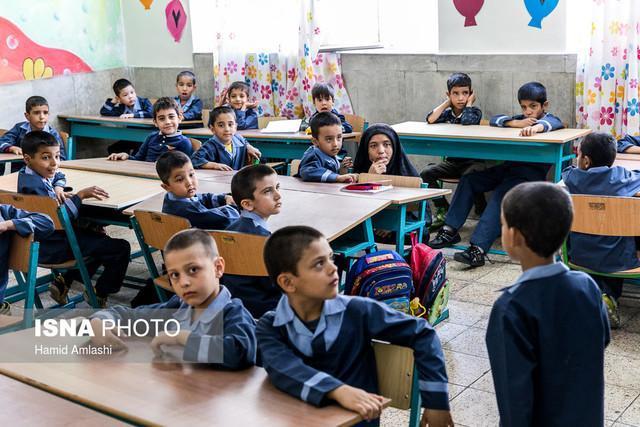 خیران بیش از 1500 بسته آموزشی به دانش آموزان گچساران هدیه دادند