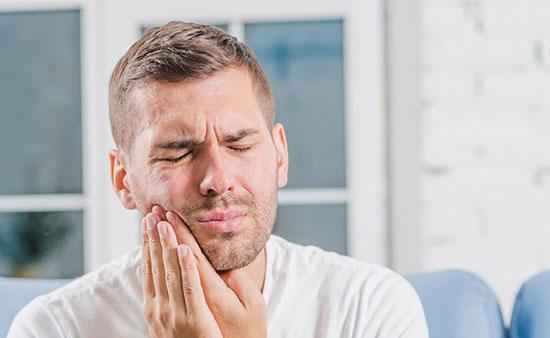 با درد عصبی فک چه کنیم؟