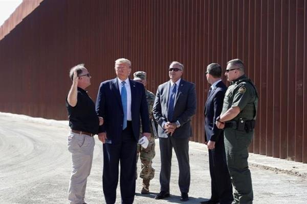 در خواست ترامپ برای تخصیص 4 میلیارد دلار بودجه نظامی آمریکا پروژه دیوار مرزی مکزیک