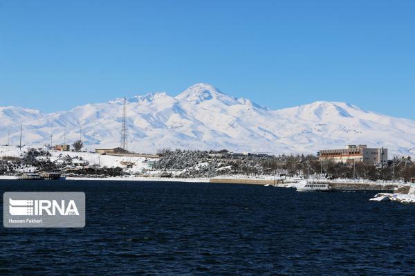 خبرنگاران وزیر نیرو: تاسیسات گردشگری در اطراف دریاچه سدهای کشور ساخته می گردد